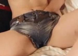 slicka sperma ur hennes fitta